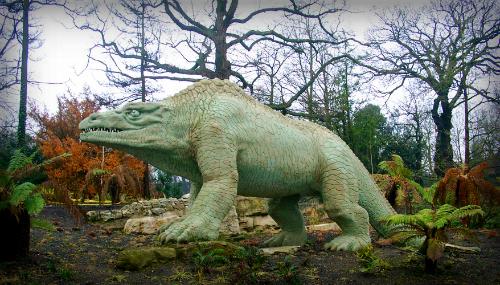 Crystal Palace Dinosaurs:Megalosaurus. Image:C. G. P. Grey; Wikimedia.
