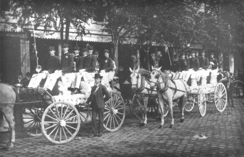 San Antonio Battle of Flowers Parade, Peacock Academy, 1904. Image: UTSA.