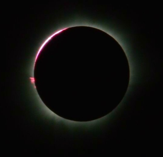 Total Solar Eclipse, 9 March 2016,_from_Balikpapan, East Kalimantan, Indonesia. Image: Ezagren.