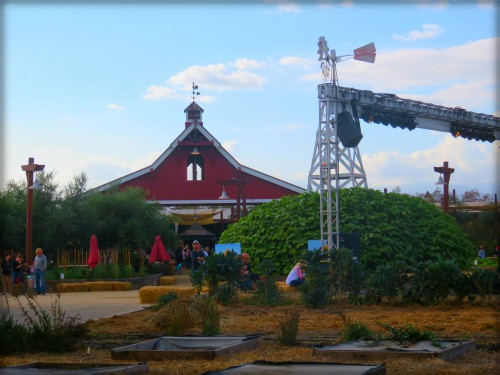 photo of red barn and silo at Los Angeles County Fair, 2017. Image:B.Rose Media.