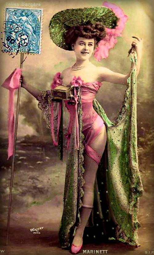 Follies Bergere Postcard, 1900. Image: Wikipedia.