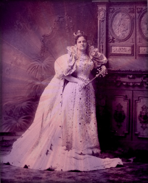 Alma, Queen of Comus, 1896. Image: ThompsonGeneology.com.
