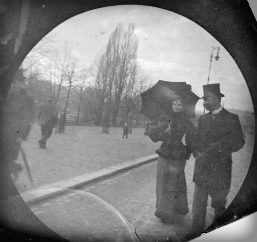 black and white photo of man and women in 1890 long skirts. Image: wiki-visually.