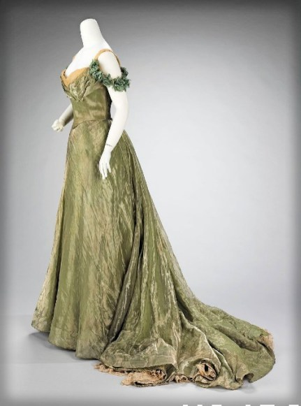 Jacques Doucet Ball Gown, 1898-1900, MET. Image: Wikipedia.