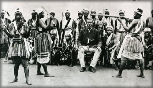 Dahomey Amazons, c. 1890. Image: ALPERN, Stanley B. Amazons of Black Sparta; Wikipedia.