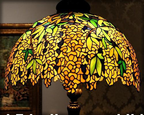 Clara Driscoll-Laburnum Lamp, C. 1910, Milwaukee Museum. Image: Sailko/Wikipedia.