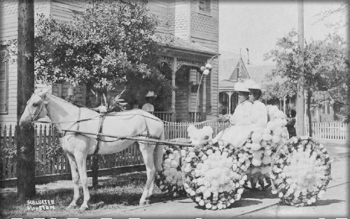 Juneteenth Carriage 1908, Martha Yates Jones and Pinkie Yates, Antioch Baptist Church, Fourth Ward, Houston, Texas, 1908. Image: African American Library at The Gregory School; Houston Public Library.