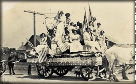 Victorian July Fourth Parades-Half Moon Bay, California, c. 1890s. Image: Half Moon Bay Memories.
