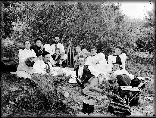 Picnic at Freshwater (photographer possibly Arthur Phillips), Australia, 1895. Image: Collection, Powerhouse Museum.