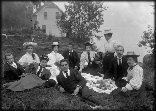 Picnic at Freshwater, photographer possibly Arthur Phillips, Australia, 1895. Image: Collection, Powerhouse Museum.