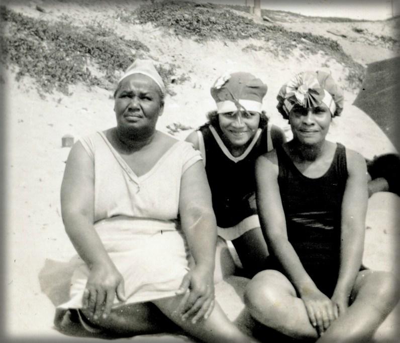 Women On Bruce Beach, c. 1920s. Image: Los Angeles Public Library.