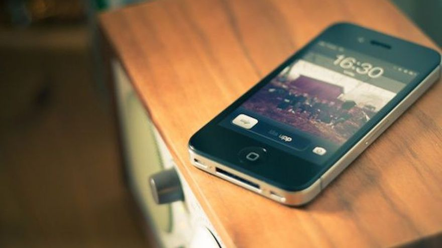 Smartphones-extend-our-workdays-by-two-hours-video--1e7e7af9af