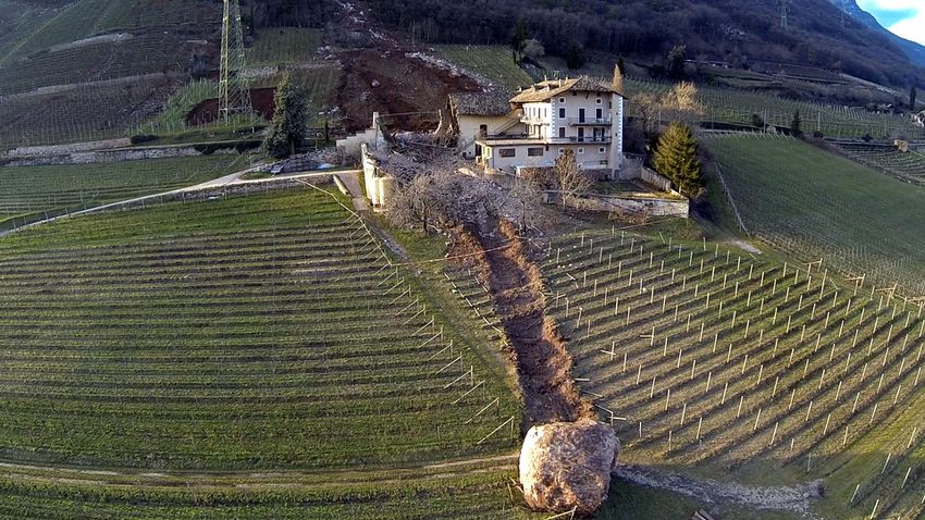 Giant-boulder-italy-2