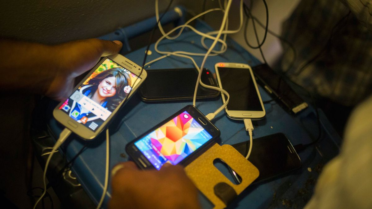 Refugees Charge Smartphones