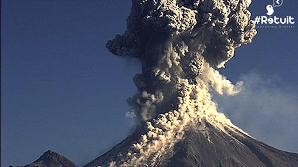 Astonishing eruption of Mexico's Colima volcano captured on webcam  Webcamsdemexico_thumb