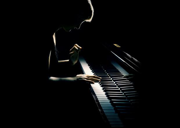 moody-pianist