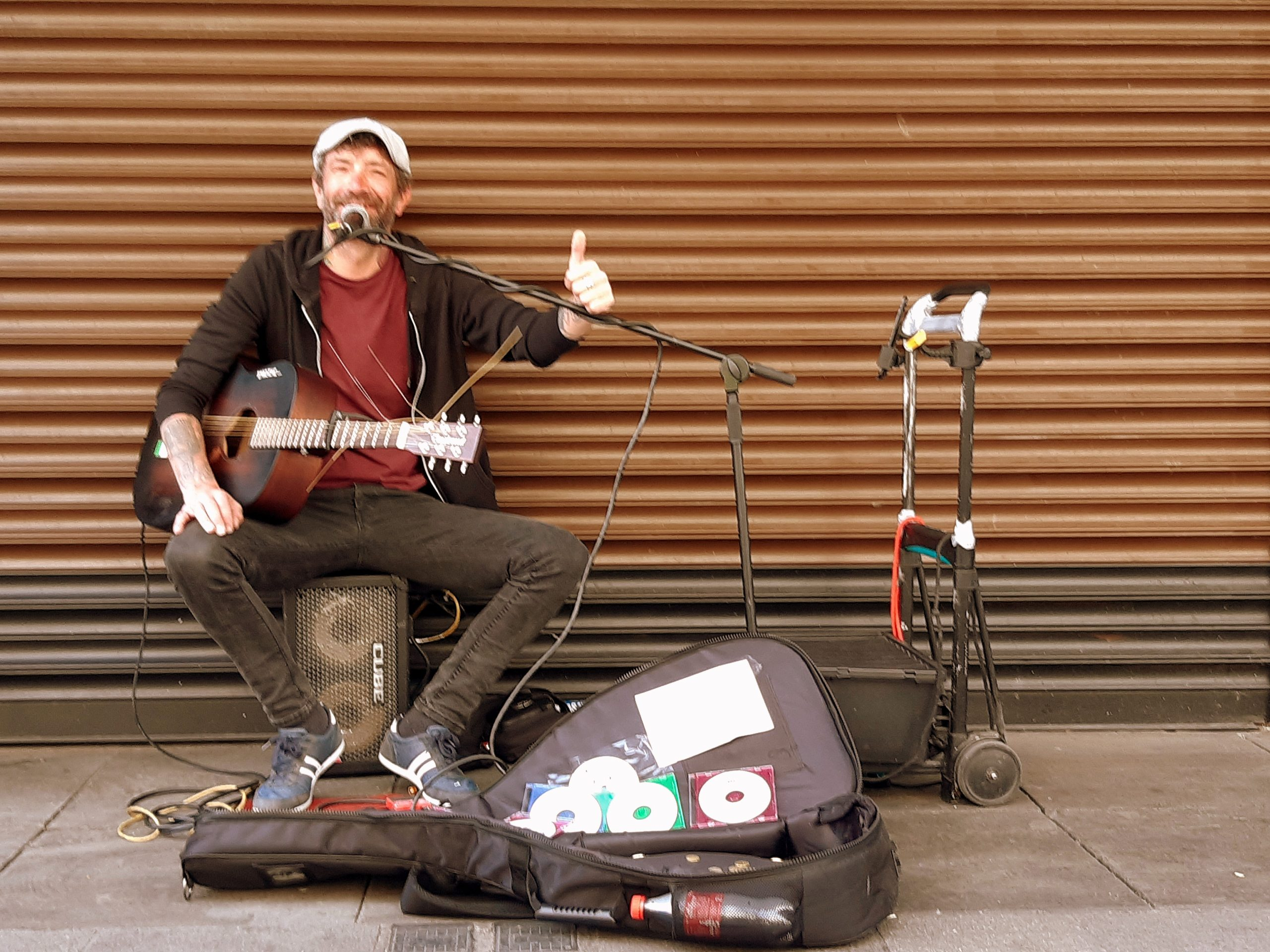 Musicien de rue à Dublin en Irlande