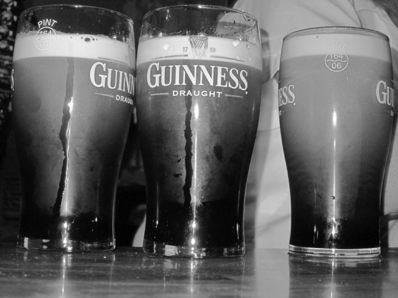 Pintes de Guinness, soirée au pub, Irlande
