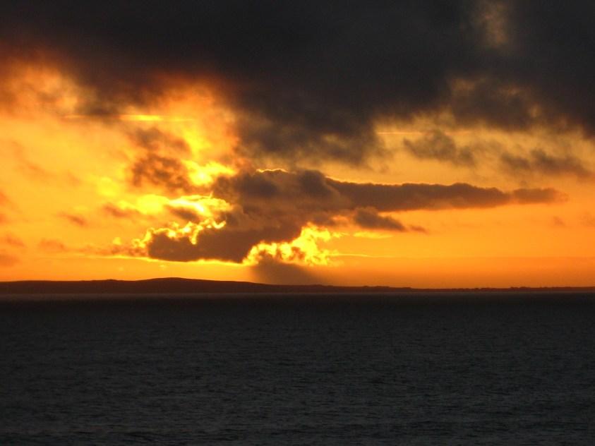 Coucher de soleil irlandais sur ocean Atlantique