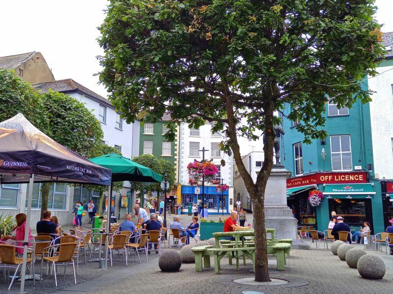 Terrasses de pubs et cafés sud Irlande