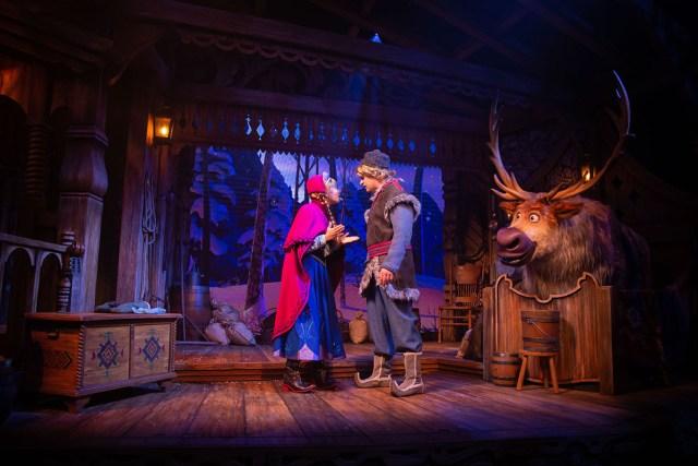 Disneyland Paris La Reine des Neiges Une Invitation Musicale Sven Animatronic show