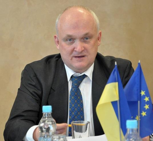 Польські експерти з люстрації радять Україні звільнити всіх суддів