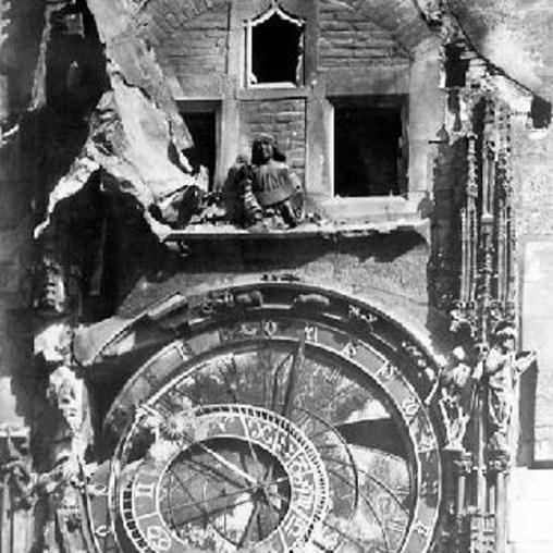 Relógio astronômico de Praga 1945