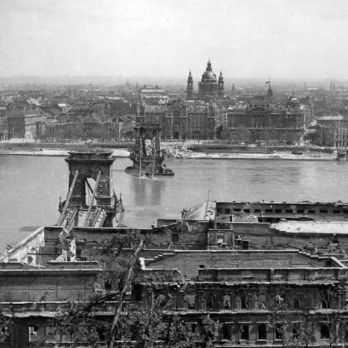 Ponte das correntes Budapeste 1945