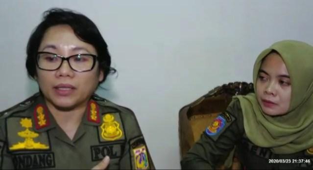 Satpol PP Kecamatan Kebayoran Baru Menutup Tempat Hiburan Untuk Keamanan Bersama Dari Covid-19