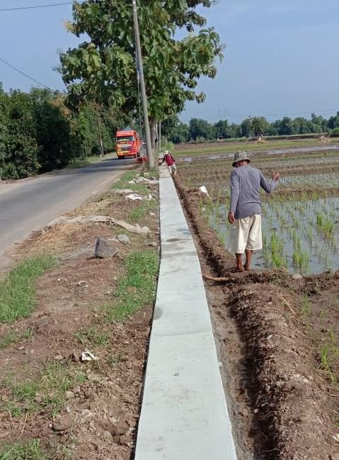 Proyek Pembangunan Rehabilitasi dan Pemeliharaan Jalan DID Mujul-Leuwiseeng Mendapat Apresiasi Warga Sekitar