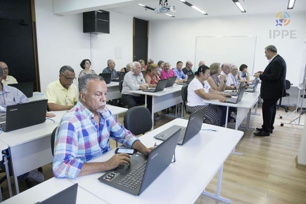Iniciativa pioneira leva oportunidades para pessoas com mais de 60 anos