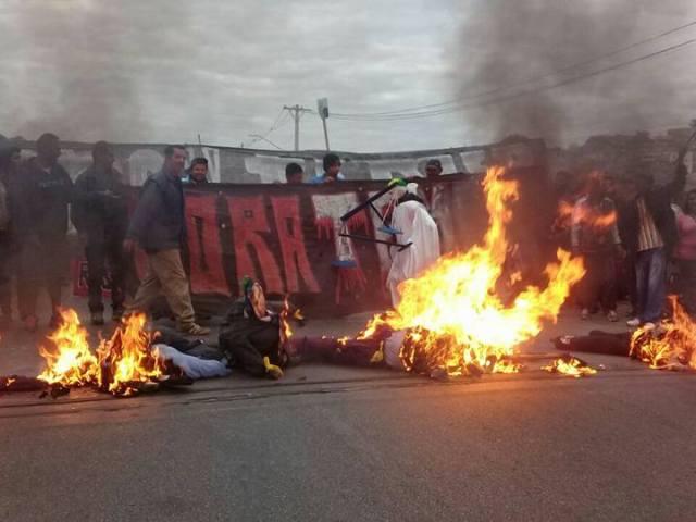Guarulhos- SP, Brasil- Manifestantes durante bloqueiam a via Dutra durante manifestação contra o presidente Michel Temer Foto: Povo sem medo