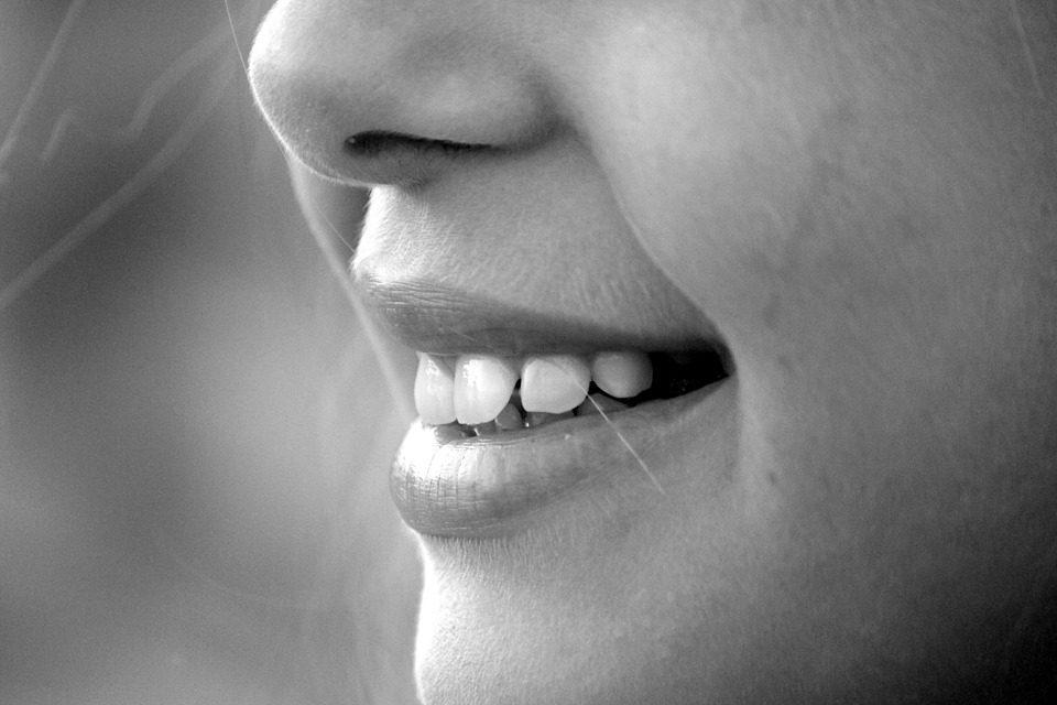 Com avanços na área estética, o mercado odontológico vem sofrendo grandes impactos tecnológicos em seus modos de atuação. Foto: Pixabay