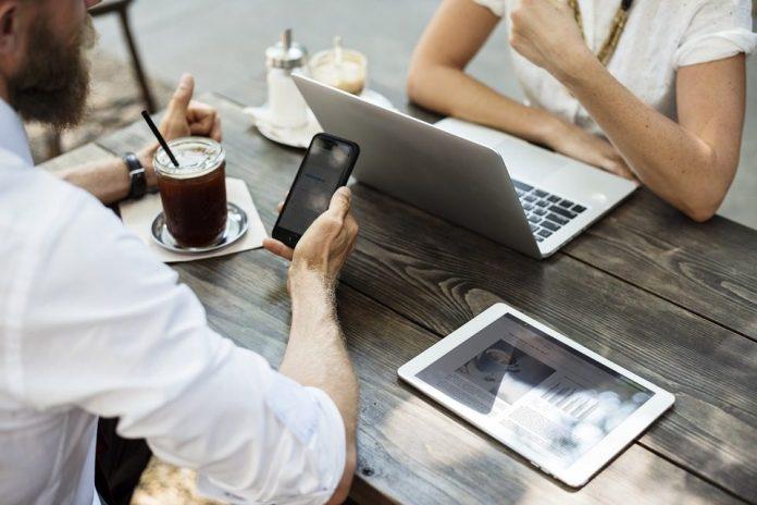 Antes arredios às tecnologias, os corretores de imóveis se rendem à digitalização da atividade. foto: Pixabay