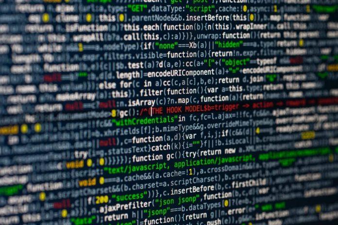 Tela de computador com simulação de códigos de programaçao de software lgpd  Foto por Markus Spiske temporausch.com em Pexels.com