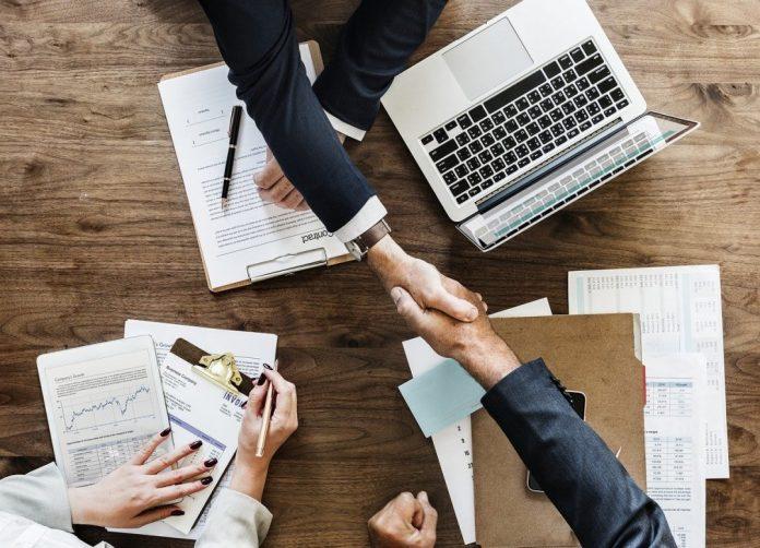 """Em """"Pare de Vender Assim"""", Kiko Kislansky e Fred Alecrim mostram como as relações comerciaissão potencializadas quando o objetivo final não é só ganhar dinheiro. Foto: Pixabay"""