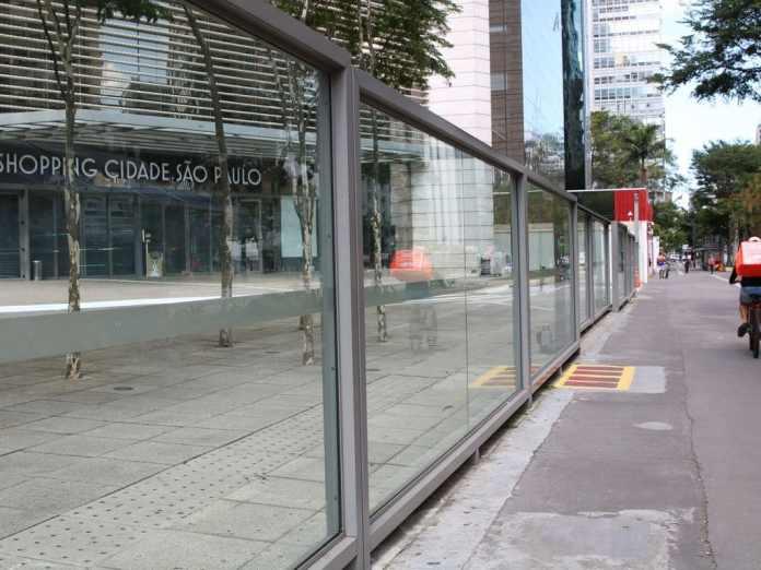 foto de entrada do shopping cidade de são paulo, sem movimento de pessoas na rua - foto rovena rosa agencia brasil