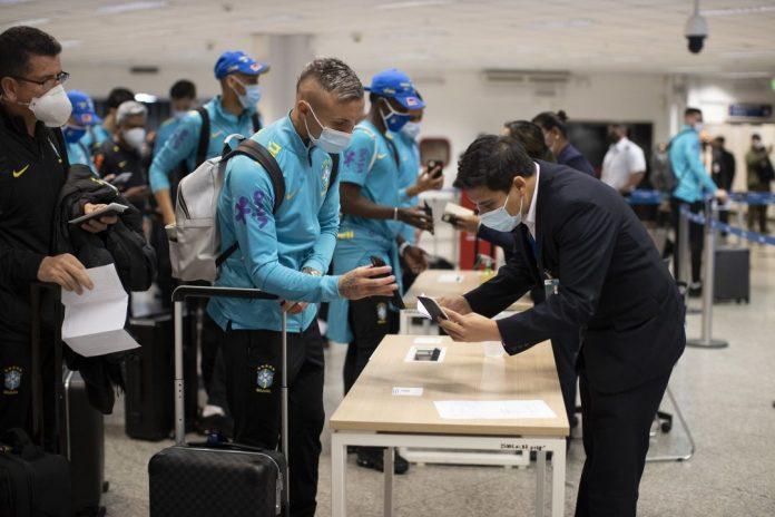 notas econômicas:  jogadores desembarcam no paraguai, sem se envolver com as polêmicas da copa américa