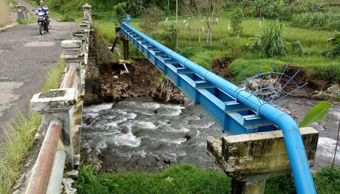 Jembatan Karangmulya Memprihatinkan