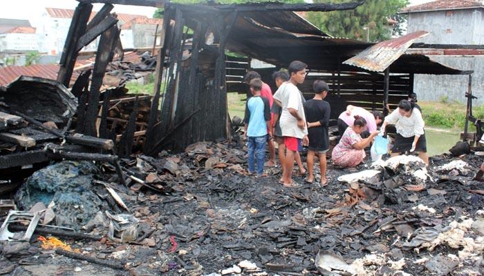 Ditinggal Belanja, Rumah Ludes Terbakar