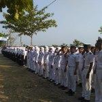 Wuih, Anggota TNI Angkatan Laut Dampingi Siswa SMK Ini