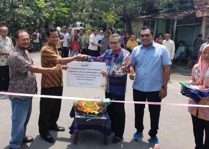 Pembangunan Jalan Program CSR Desa Pait Diresmikan