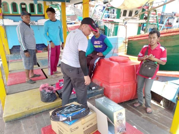 Radio Komunikasi Bantuan DKP Lebih Canggih Dibanding Milik Nelayan
