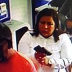 Vídeo: em lotérica, mulher troca dinheiro, desiste e só devolve parte