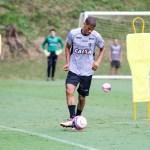 Visando o jogo contra o Inter, Thiago Larghi comanda treino tático no Atlético-MG