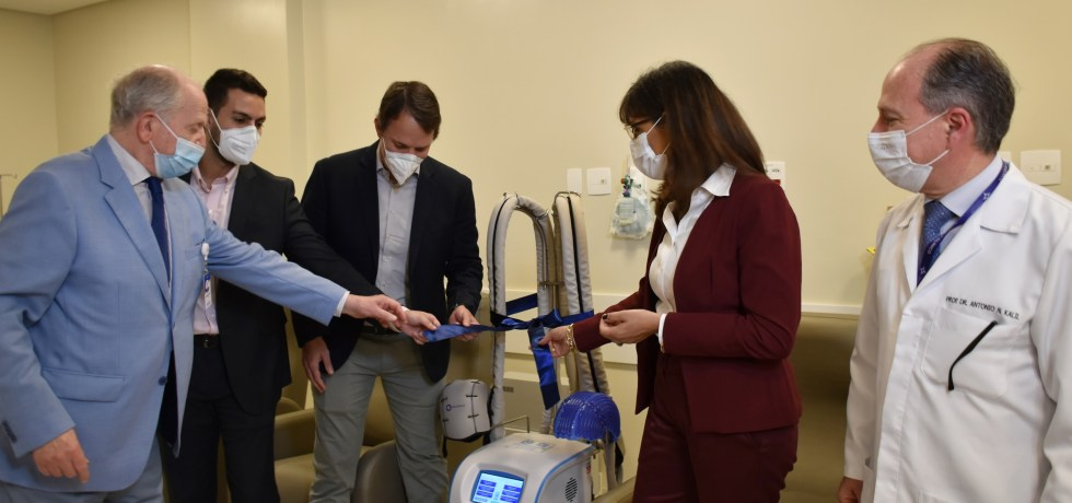 Santa Casa recebe doação de equipamento que evita queda de cabelo na quimioterapia 1