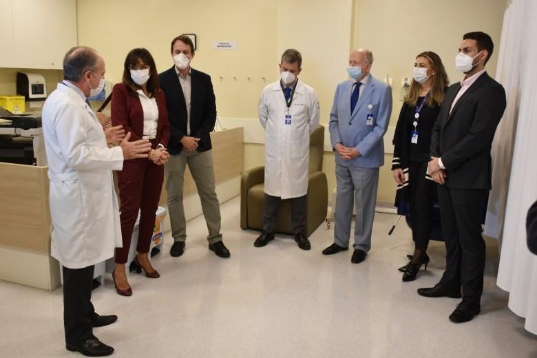 Santa Casa recebe doação de equipamento que evita queda de cabelo na quimioterapia 2