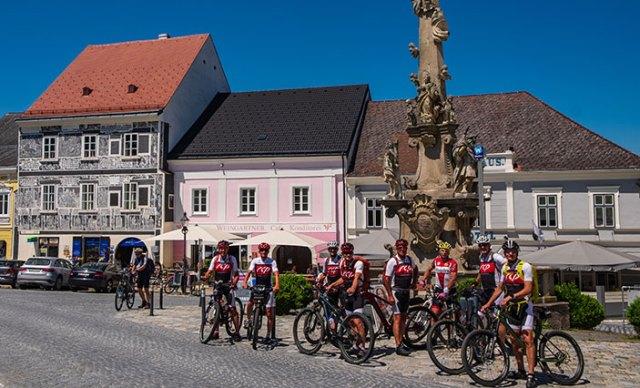 Gruppenbild am Hauptplatz von Weitra.