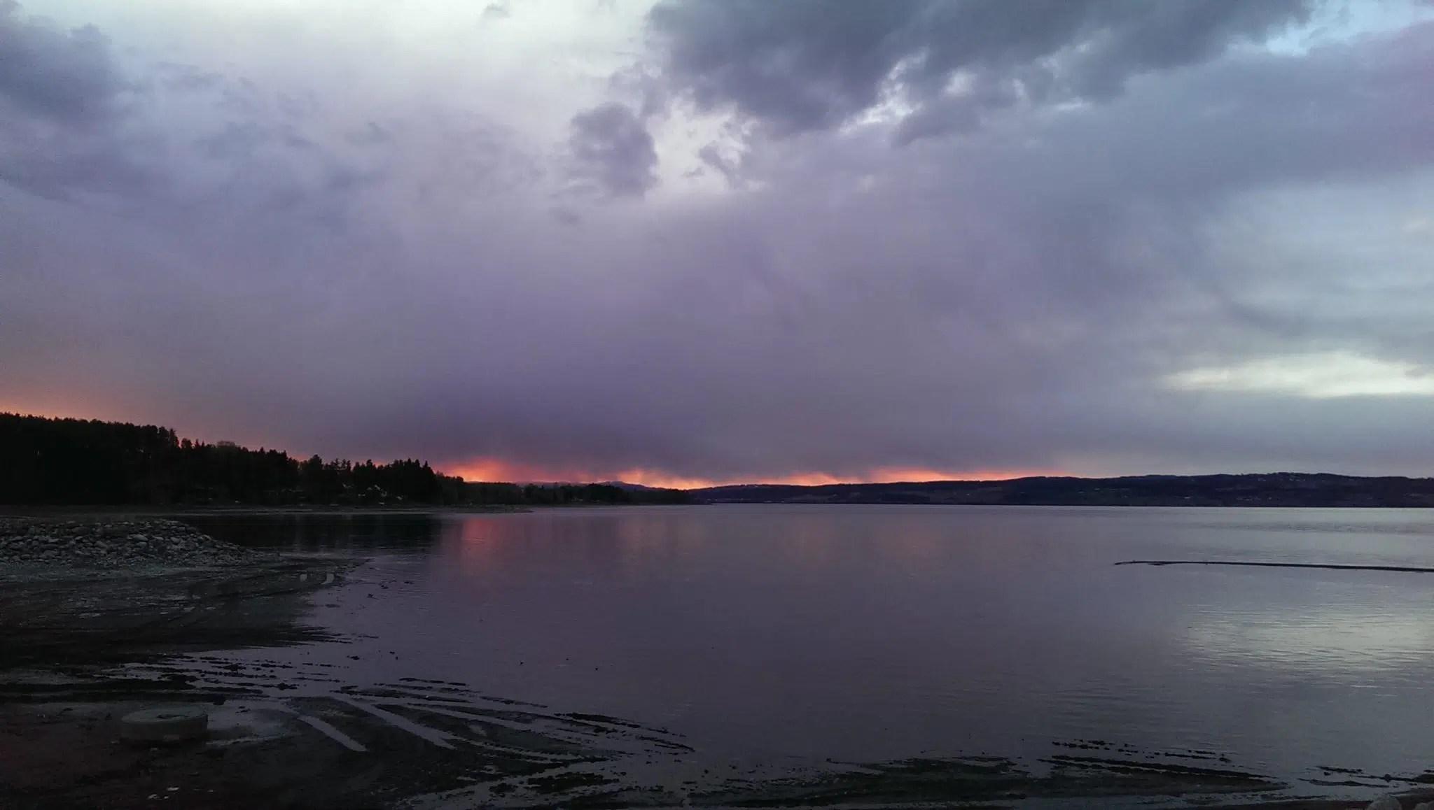 Der Himmel brennt.