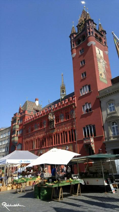 Schönes Basel mit dem alten Rathaus